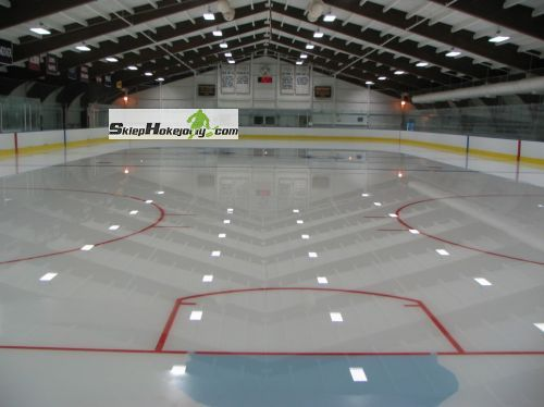 Linie oznaczajace na lodowisko hokejowe